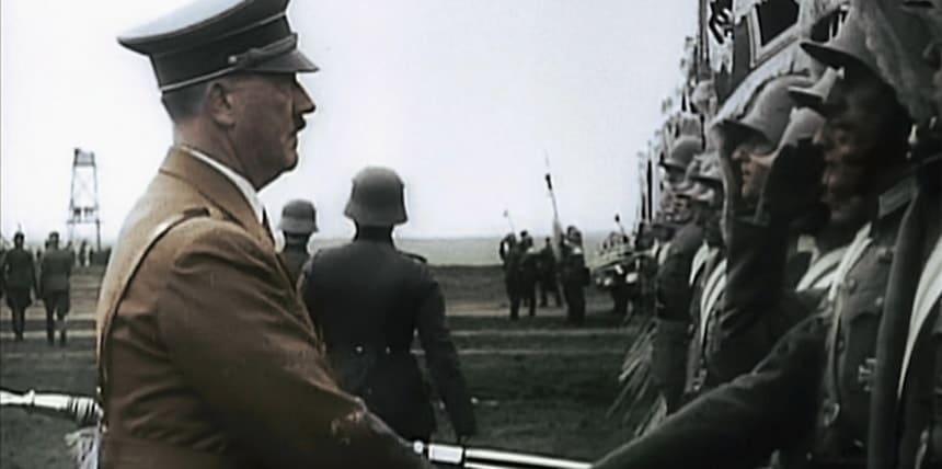 Адольф Гитлер осматривает войска Вермахта