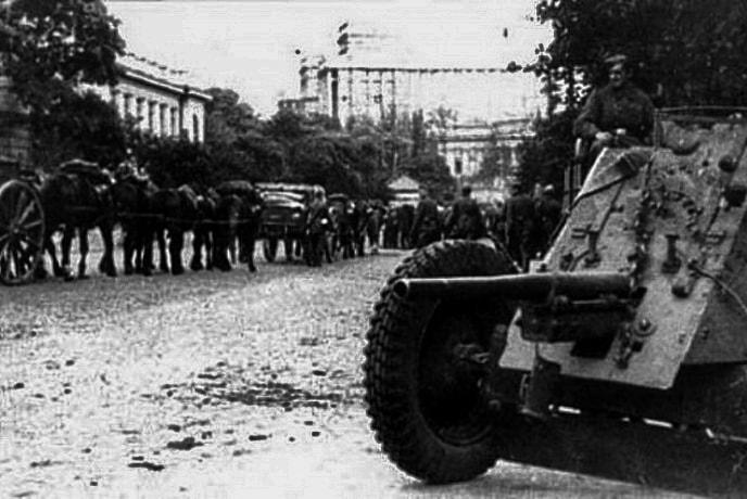 Артиллерийское орудие Вермахта на улицах Киева 19 Сентября 1941 г.