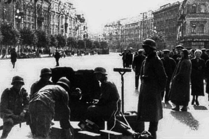 Немецкие солдаты установили вооруженный блокпост