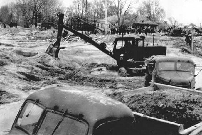 Раскопки последствий Куреневской трагедии в Бабьем яру