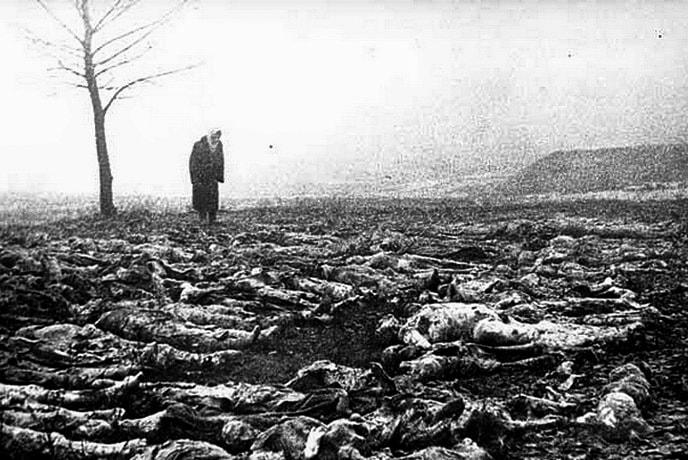 Эксгумированные тела бывших узников Сырецкого концлагеря