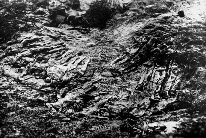 Братская могила бывших узников лагеря, откопанная в 1943 году