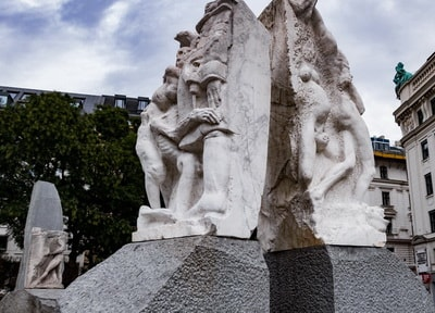 Vienna War memorial: against fascism