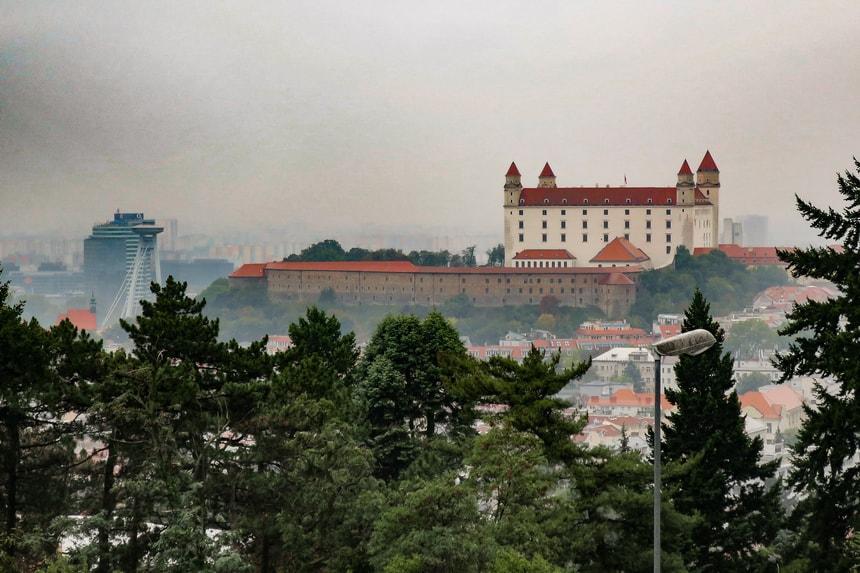 Панорама на город Братиславу с высоты Братиславского града