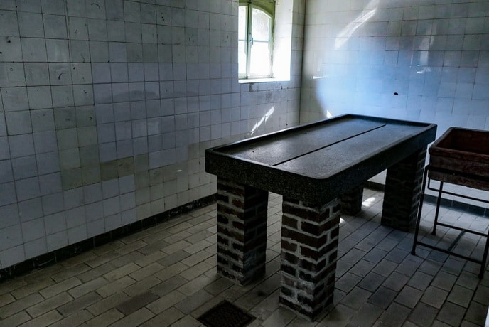 Former stone table to maintain medical experiments