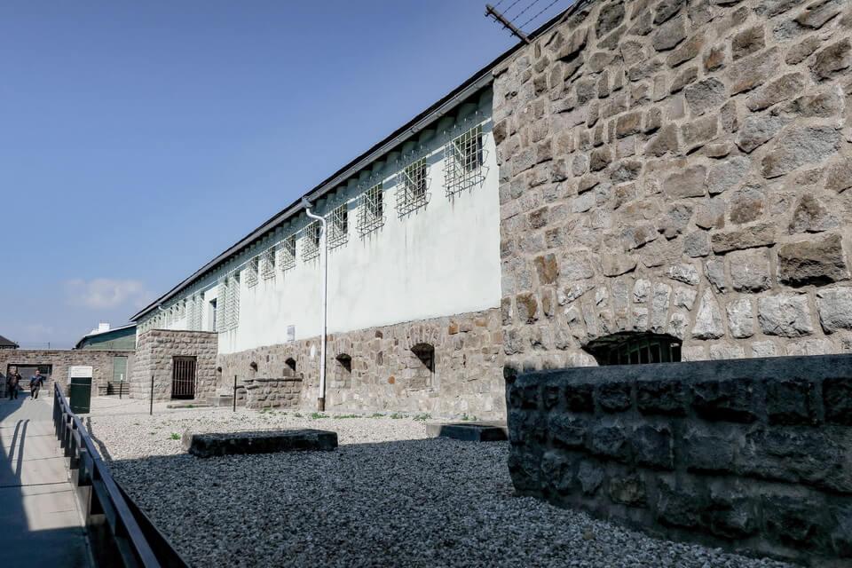 CAMP PRISON / BUNKER (Lagergefängnis)
