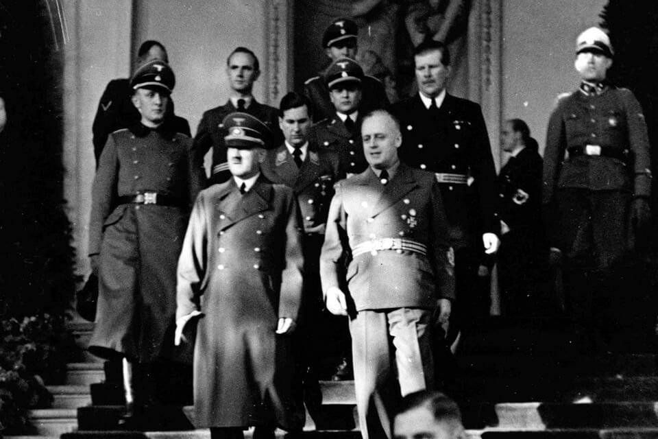 Hitler in Belvedere in 1940