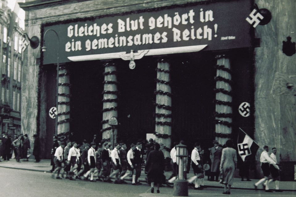Lous Haus Nazi banner Vienna