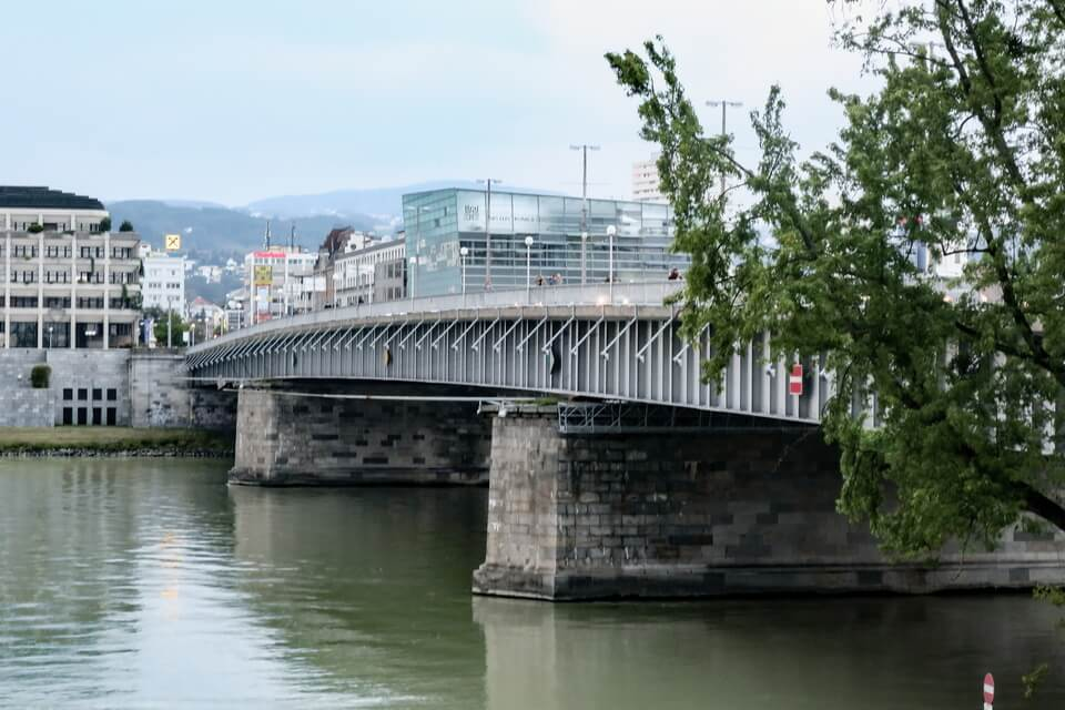 Nibelungbrucke bridge