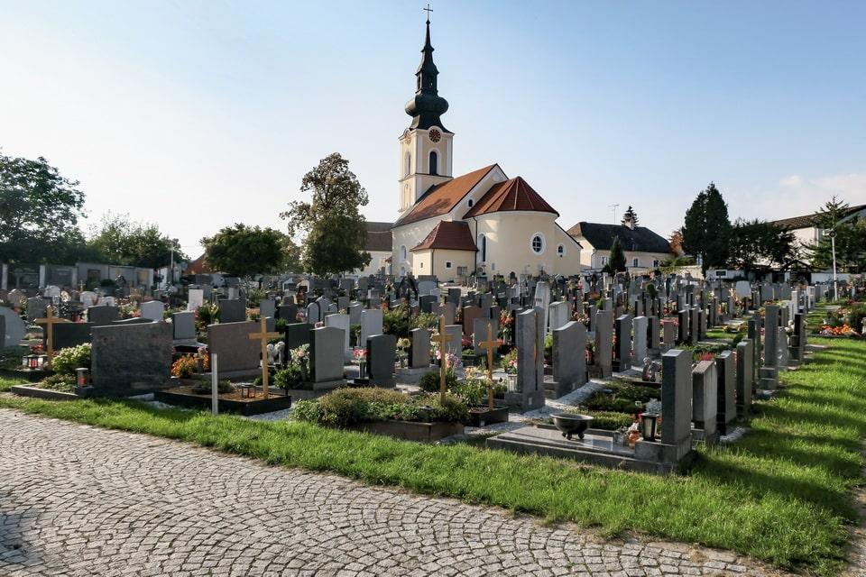 Grave of Clara and Alois Hitler