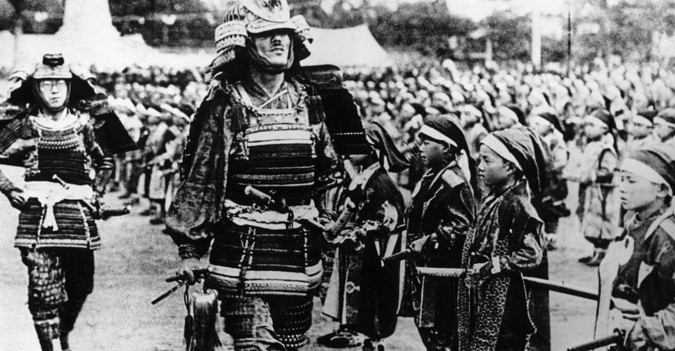 Насаждение солдатам культа чести, связанного с беспрекословным исполнением приказов