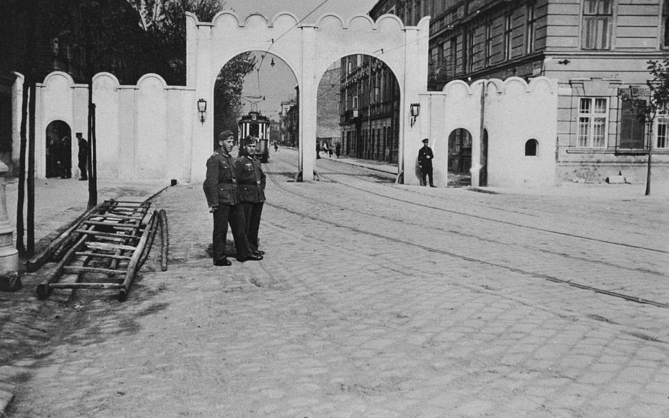 Krakow ghetto main gate 1941