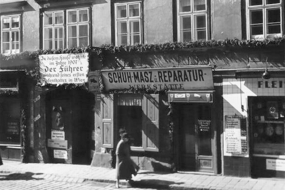 The building in 1938 after the Anschluss
