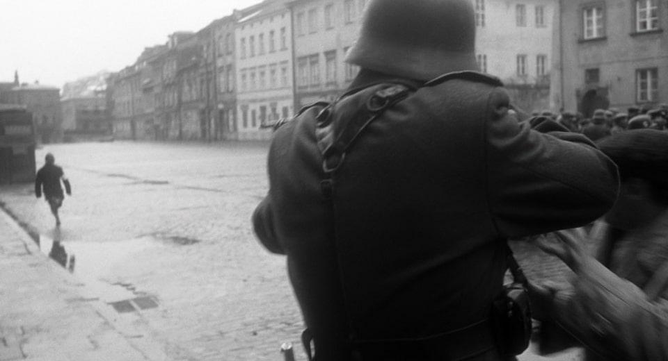 Killing a boy on the street. Plac zgody