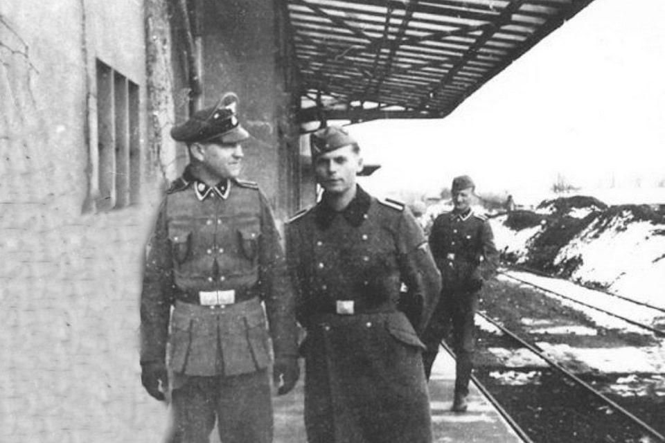 SS soldiers at UNTERKUNFTSGEBAUDE WAREHOUSE