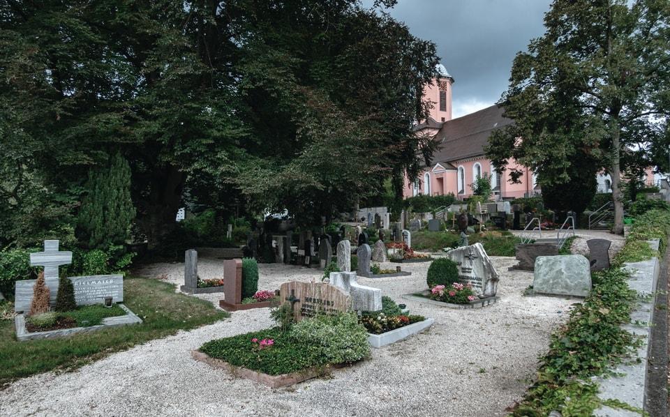 ROMMEL'S GRAVE IN HERRLINGEN