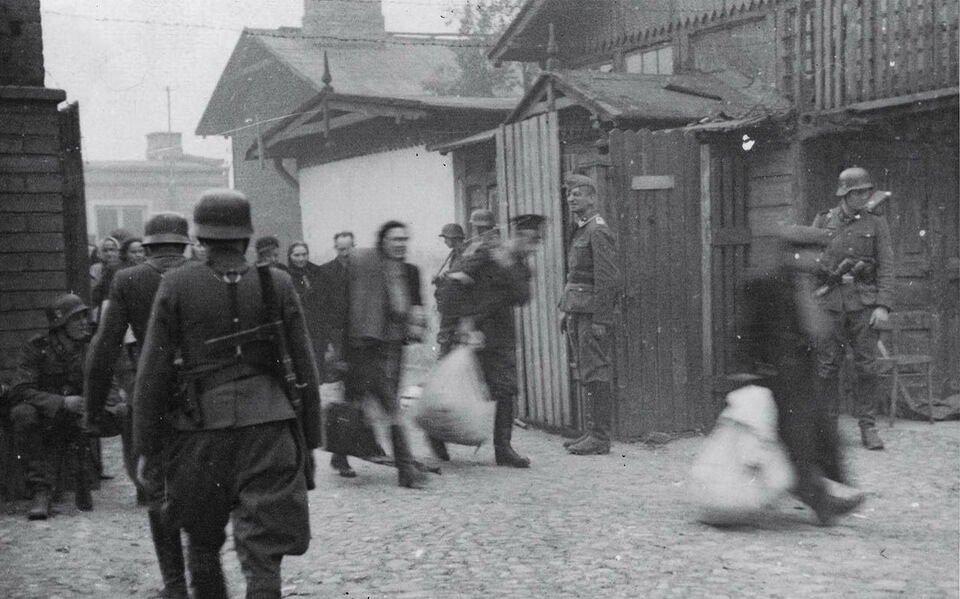The entrance to the UMSCHLAGPLATZ, Warsaw 1942