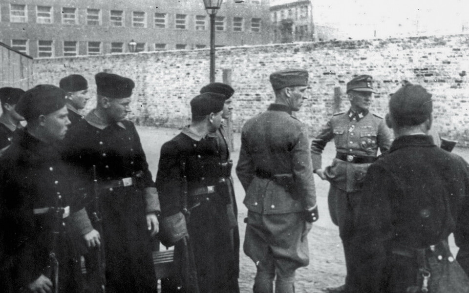 The Order police and the Germans at the Umschlagplatz, Warsaw