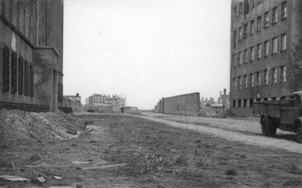 Stawki 21 and the panorama over 'Umschlagplatz' Warsaw