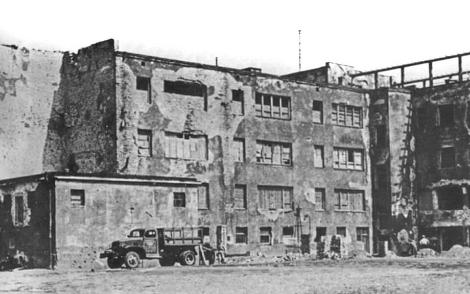 The remnants of the former Umschlagplatz area in Warsaw in 1945