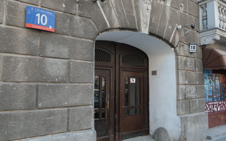 Noakowskiego 10 residential building