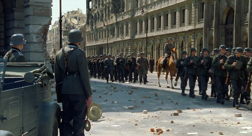 The occupation of Warsaw. The pianist movie scene