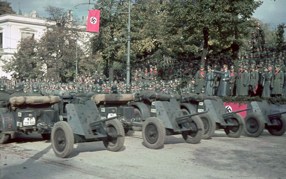'Ujazdów Avenue' and military parade 05.10.1939