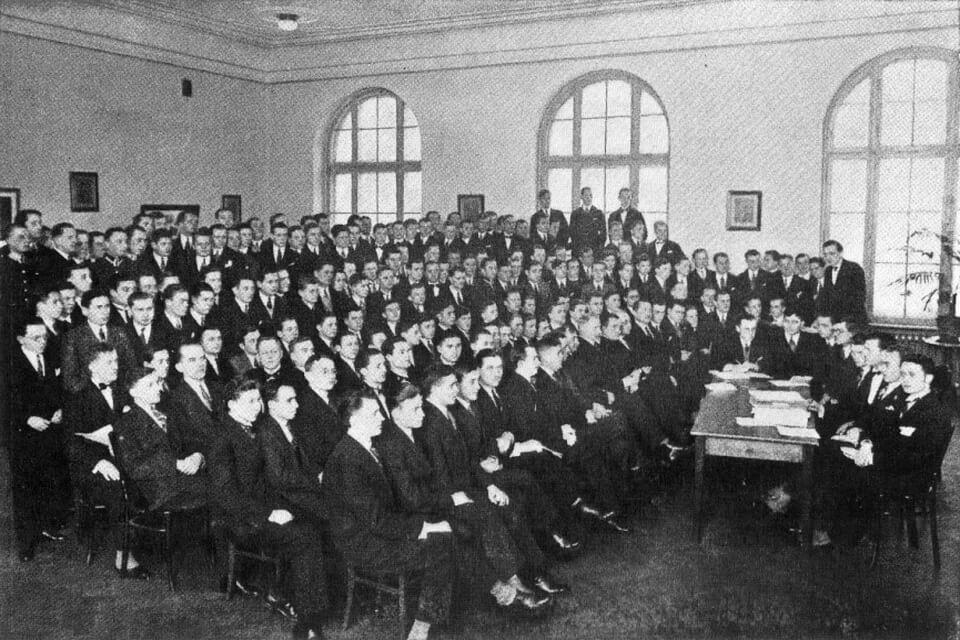 'PAŃSTWOWE GIMNAZJUM MĘSKIE KUPIECKIE IM. ROESLERÓW' (State Merchant Male Gymnasium named after Roeslers).