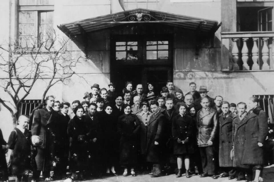 1912-1940: 92 KROCHMALNA STREET and Janusz Korczak
