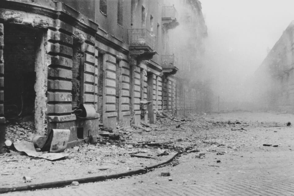 pictures of the warsaw ghetto uprising