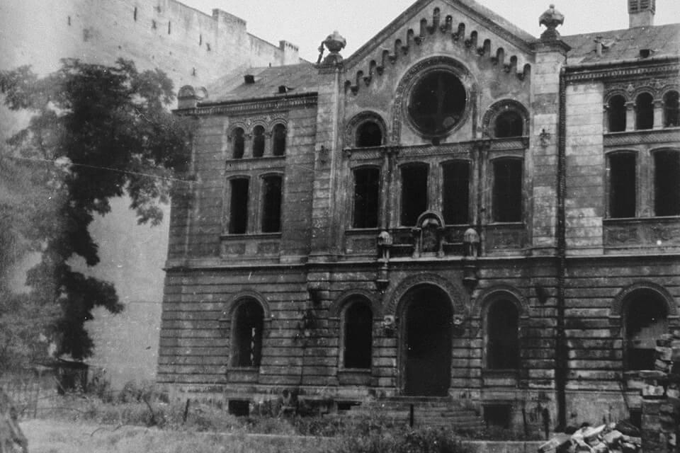 THE PRESERVED SYNAGOGUE : SYNAGOGA RYFKI I ZALMANA NOŻYKÓW at Twarda 6, Warsaw