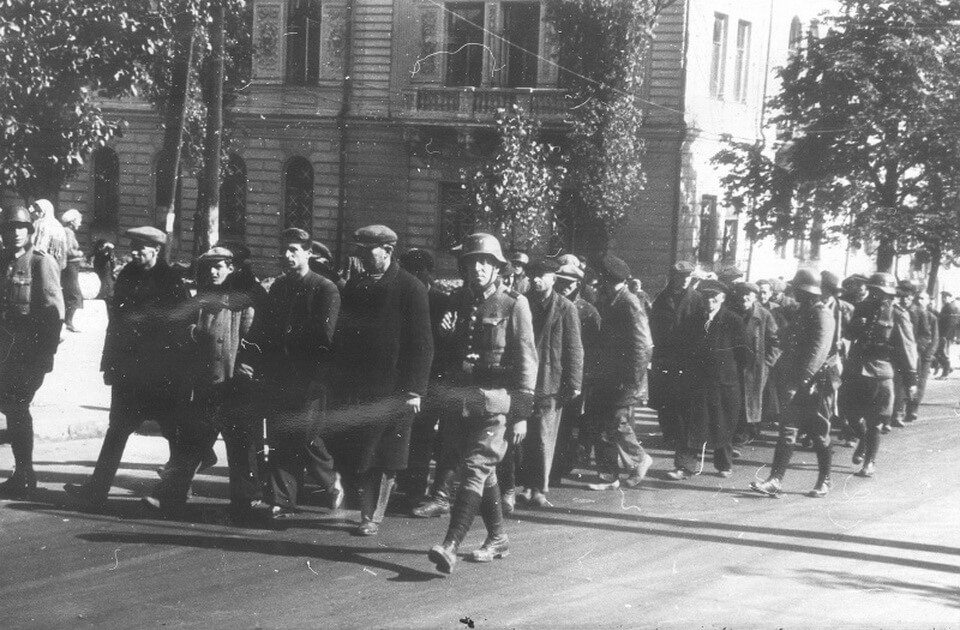 Jews of Kyiv on the way to Babi yar, September 29, 1941