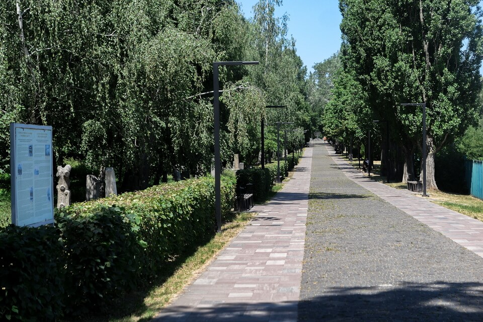 The Alley of sorrow: Jewish cemetery in Kyiv