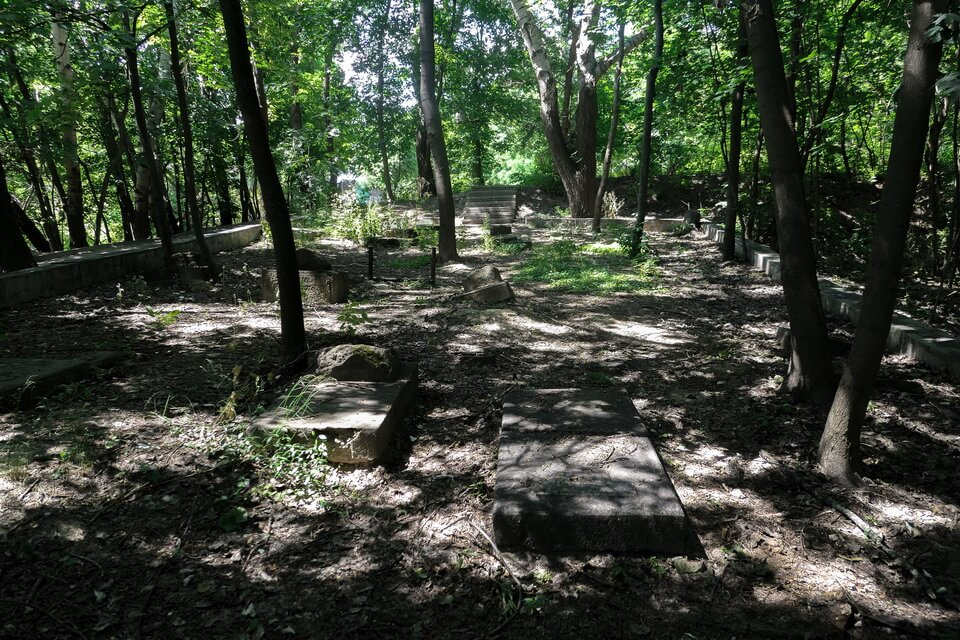 The preserved section of the former Jewish cemetery, Babi yar