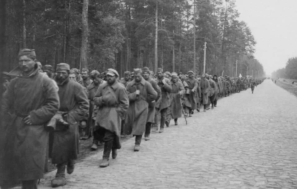 The column of the Soviet POWS on their march toward Kyiv, 1942