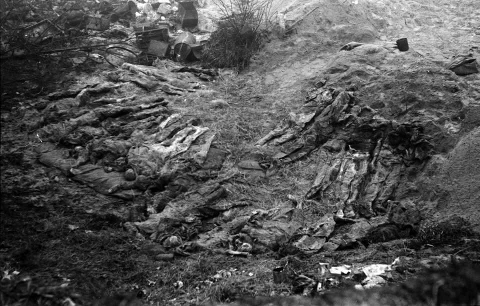 Mass grave in Kyiv, 1943