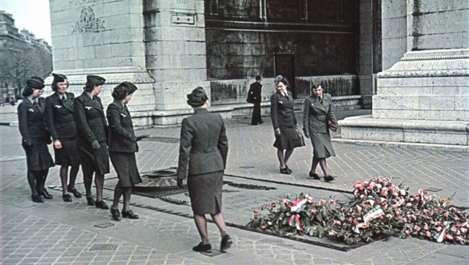 The Grave of the Unknown soldier during the occupation, Paris