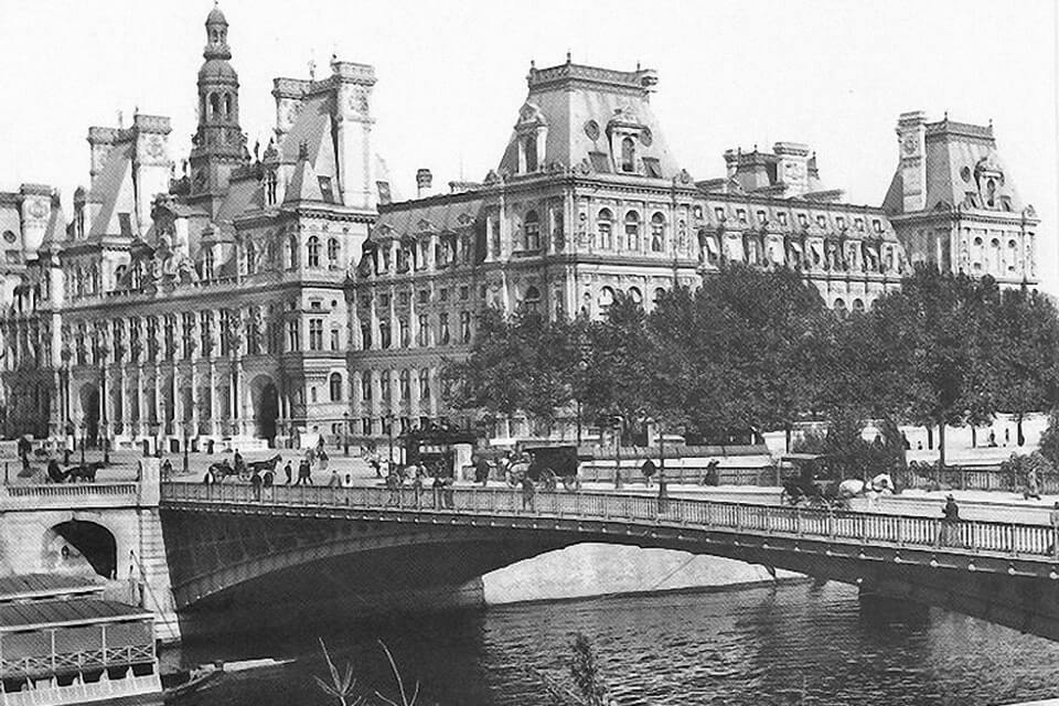 The history of HOTEL DE VILLE