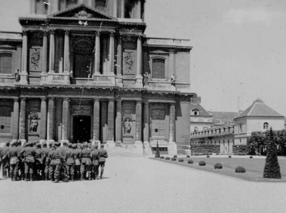 German soldiers at HOTEL DES INVALIDES