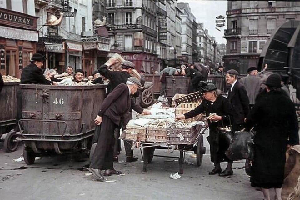 Les Halles city market of Paris in 1942