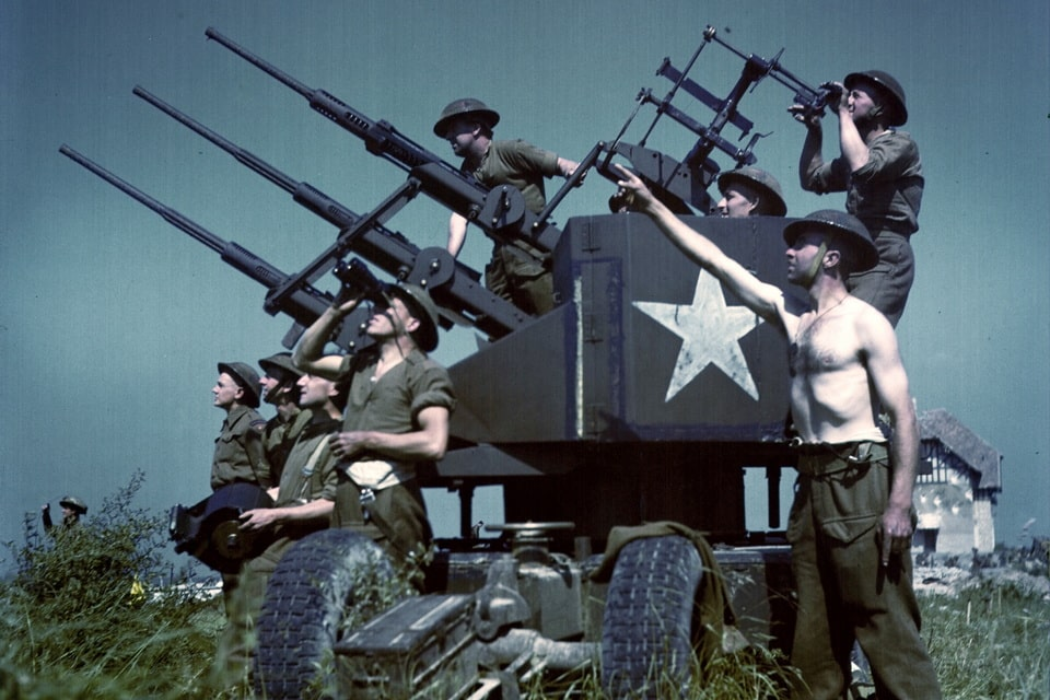 The Canadian artillery men at the 'Juno beach', Normandy 1944
