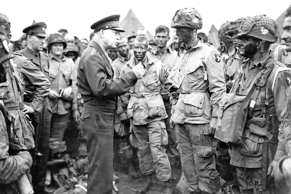 Eisenhower speaking to 'Easy Company' men England, 5 Jun 1944