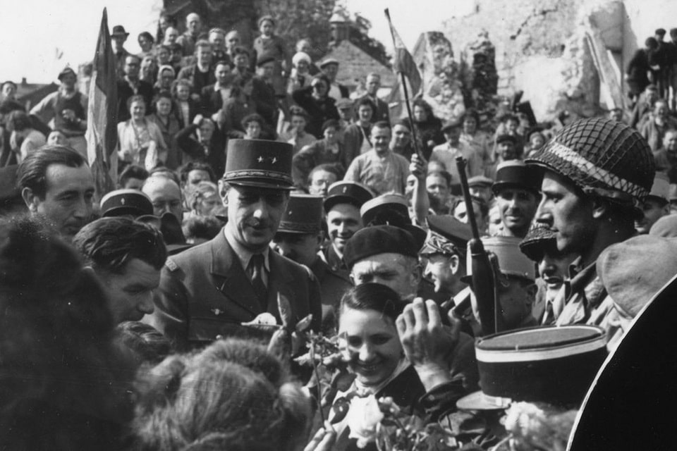 De Gaulle among the crowd in Isigny-Sur-mer 1944