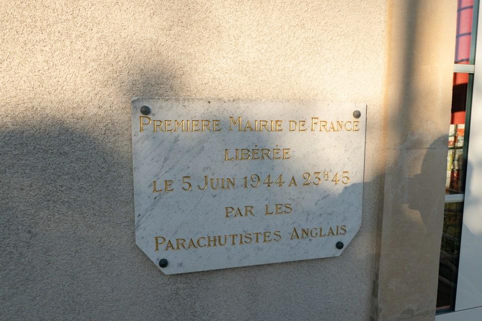 The memorial Plaque: Premiere Mairie de France Liberee le 5 Juin