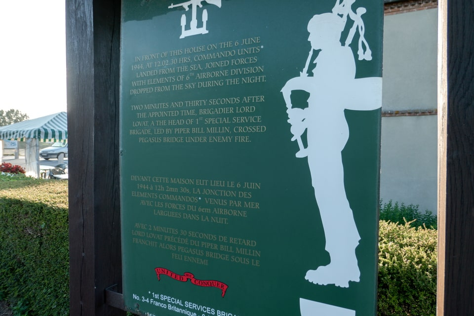 Memorial sign to the Commandos on D-day