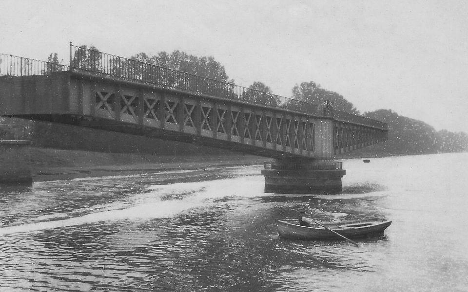 'Le Pont Tournant' (The pivoting bridge)