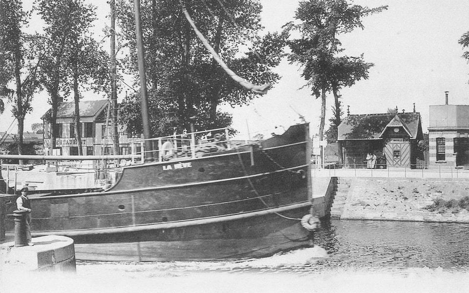 Le pont de Benouville in the early XX century