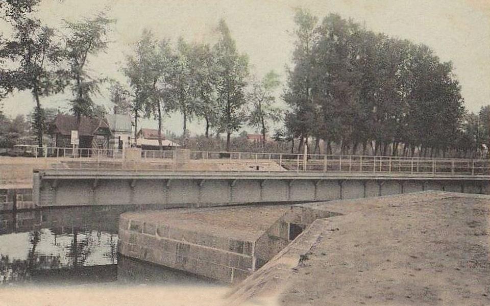 The pivoting of the Benouville bridge